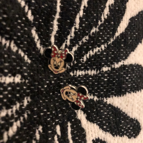 Disney Jewelry - Minnie Mouse earrings! ❤️🖤‼️